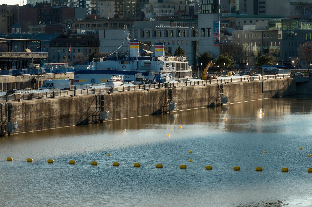 Port_Installation-supervision-estacade-ballons-marqueurs-bouées-Port-Montréal-4